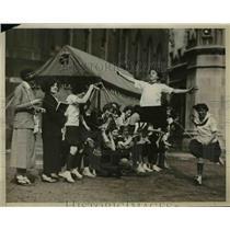 1924 Press Photo Girls in a sprint race at a track meet - net20947