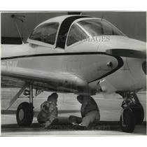 1992 Press Photo Byron Woodside and Ron Judy check out fuel system in aircraft