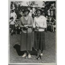 1934 Press Photo Golfers Virginia Van Wie and Rosamond Vahey before their match