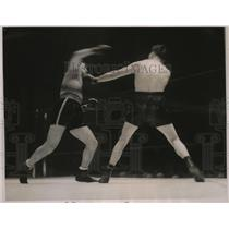 1937 Press Photo Boxer Teddy Jarosz lands a punch on Solly Krieger during match