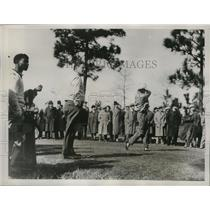1937 Press Photo Golfer Horton Smith drives from 4th tee during tournament