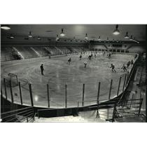 1987 Press Photo Milwaukee Admirals practice at renovated Wilson Park ice Arena