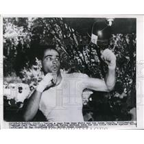 1954 Press Photo Middleweight champ Carl Bobo Olson to fight Rock Castellani
