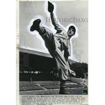 1937 Press Photo Carl Hubell of New York Giants trains in Havana, Cuba