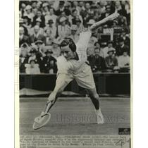 1935 Press Photo The tennis face of Helen Jacobs, snapped July 4 at Wimbledon.