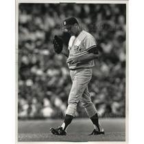 1988 Press Photo Yankee pitcher Tommy John looks down in dejection. - mjs03653