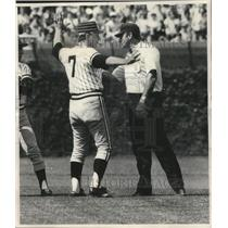 1977 Press Photo Pittsburgh Pirates manager Chuck Tanner argues with umpire