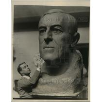 1924 Press Photo Woodrow Wilson bust sculpted by Bryant Baker - mjx14593