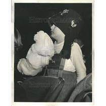 1960 Press Photo Shrine Circus Child Fun Cotton Candy