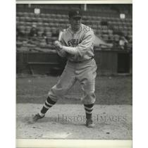 1930 Press Photo Cecil Stewart, Indians baseball player in a batting stance