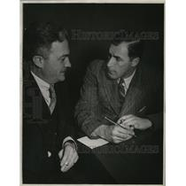 1931 Press Photo Bill Tilders & Henry C Wich Jr engaged in a conversation