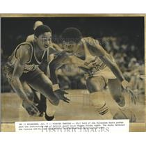 1983 Press Photo Phil Ford of Milwaukee Bucks pushes past Detroit's Isiah Thomas