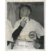1949 Press Photo Chicago Cubs new manager, Frankie Frisch, wipes perspiration.