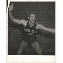 1947 Press Photo Pete Elliott, Bloominton Ill., 19 years old, 6' 190 lb guard