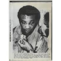1968 Press Photo Jimmy Ellis World heavyweight boxing champion in dressing room