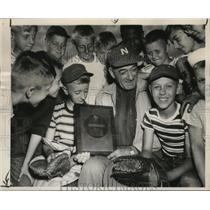1950 Press Photo Young pupils of Bunny Brief at the Municipal Baseball training.