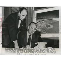 1956 Press Photo Marvin Kratter and Dodger Vice President Buzzy Bavasi.