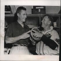 1954 Press Photo Joe Adcock shows Charlie Grimm where he got hit on the helmet.