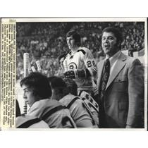 1973 Press Photo Boston Bruins coach Bep Guidolin encouraging team in debut