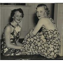1931 Press Photo Theodora Burbach and Betty Short are grateful for good weather