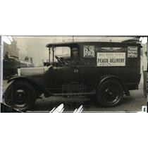 1927 Press Photo A peach delivery truck in Wisconsin. - mjx15905
