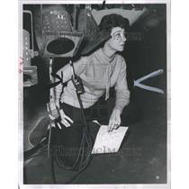 1959 Press Photo Burry Fredrik Placing Lights Broadway