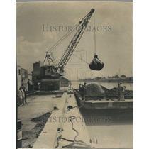1958 Press Photo Unloading Coal Crane Sanitary District