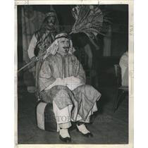 1943 Press Photo L Duncan Lloyd Fred Inban Actor Sheik