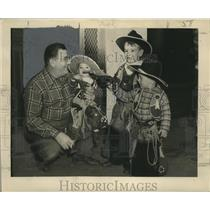 1949 Press Photo Father and Sons Dressed as Cowboys, Mardi Gras, New Orleans