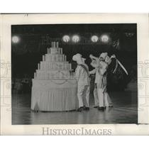 1964 Press Photo Twelfth Night Ball- Cutting the King Cake - noca00372