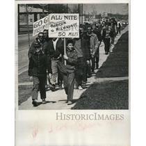1963 Press Photo Thirty hardy Horicon baseball fans neared objective The Stadium