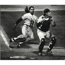 1982 Press Photo Dave Winfield of the New York Yankees prepared to slide.