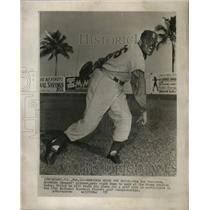 1957 Press Photo Big Don Newcombe Brooklyn Dodgers pitcher gets right to work.