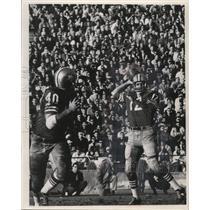1969 Press Photo John Brodie, quarterback for San Francisco, throws a pass.