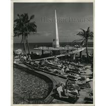 1958 Press Photo Miami Beach hotels offer spacious sunning areas on the Atlantic