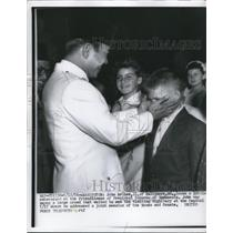 1956 Press Photo Pres.Sukarno of Indonesia greets John McGhee of Baltimore Md.