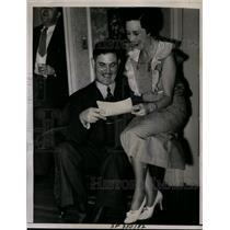 1936 Press Photo John H. Bridge & Wife Holding Winning Irish Sweepstakes Ticket
