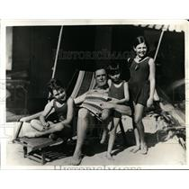 1931 Press Photo John William Ryan and Children on Miami Beach, florida