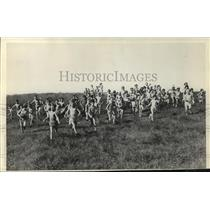 1934 Press Photo Children of Blue Mound preventorium run in the field
