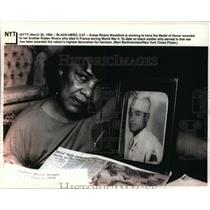 1993 Press Photo Anese Rivers Woodfork works to have the Medal of Honor awarded.