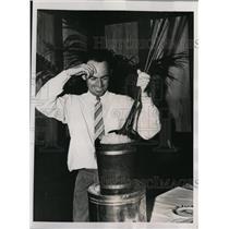 1938 Press Photo Golfer Denny Shute after setting score record at Miami Biltmore