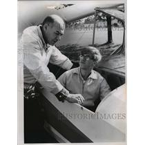1965 Press Photo Instructor Mike Nemes & Tom Hasenstaub in glider plane