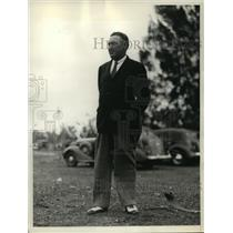 1936 Press Photo Jack Hagen, famed for Hole-in-1, watches Miami Open tournament