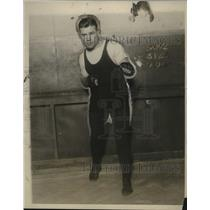 1927 Press Photo Portrait Of Toni Heeny In His Fighting Position - net28880