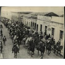 1930 Press Photo First picture, Brazilian revolution civilians parade in streets