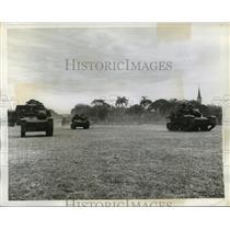 1942 Press Photo Brazilian tanks pass through Rio de Janeiro streets - mjx19104