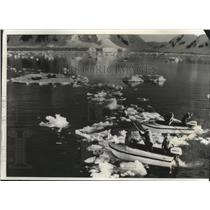 1973 Press Photo Members of Jacques Cousteau's expedition in Antarctica