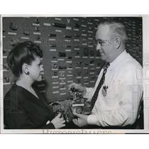 1944 Press Photo Salesman American Aviation Mart at Chicago Furniture Mart