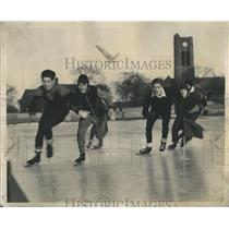 1947 Press Photo Icy Business