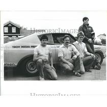 1983 Press Photo Auto Race Gary Witzenburg and his crew